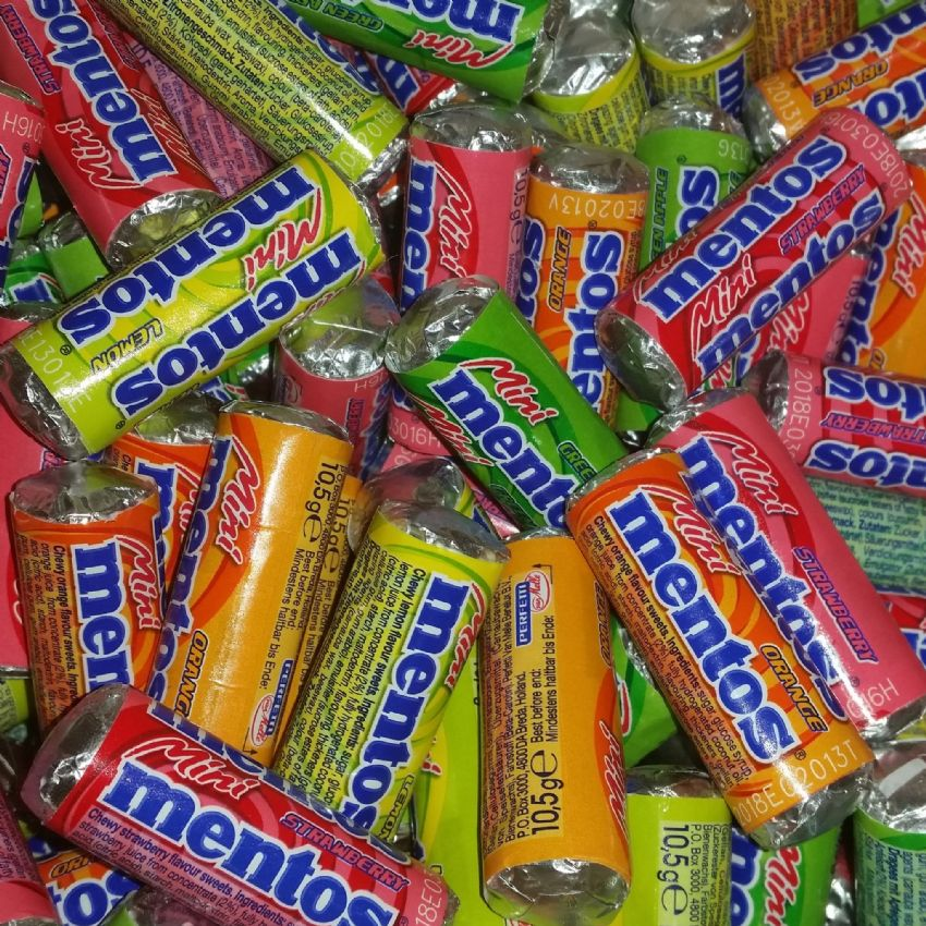 10 x Mini Mentos Sweets Assorted Fruity Flavours Chewy Sweets 10.5g (Apple Lemon Orange Strawberry)
